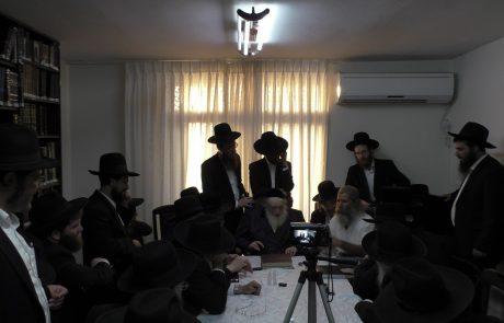"""הכנס ההיסטורי בבית מרן הראב""""ד שטרנבוך שליט""""א בעניין עבודה זרה בשערות הבאות מהודו, קבלת עדות משליח הרבנים אמיר דרומי הי""""ו"""